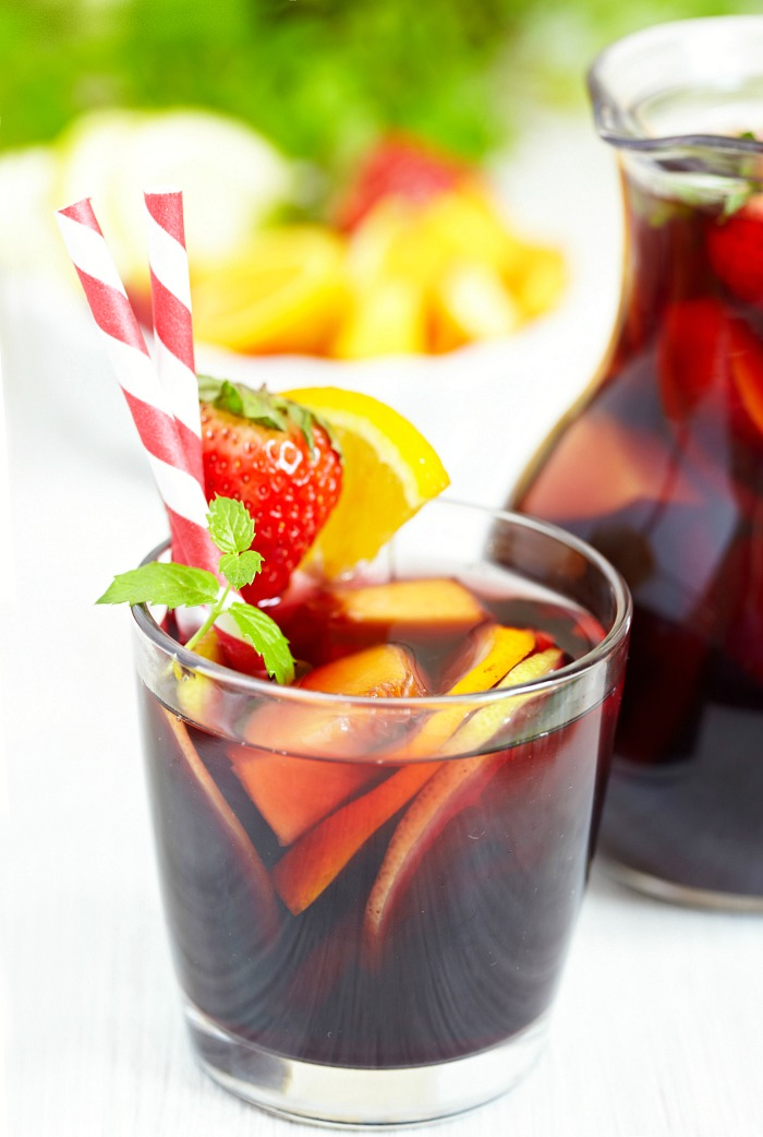 easy sangria with straws