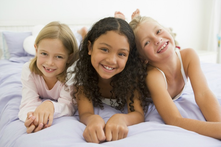 Sleeping at a friends house is a fun part of growing up but sometimes sleepover fears can kick in and a child's fun can turn into anxiety. 10 Tips To Help Stop Sleepover Fears | ezebreezy.com