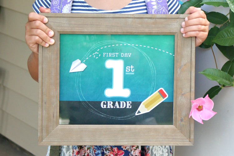 Capture your child's first day of school with these adorable FREE printable chalkboard signs from preschool through 8th grade!