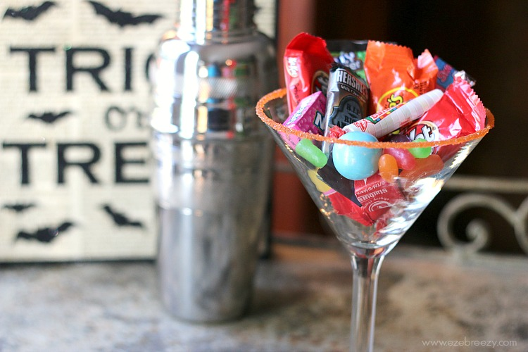 These candy cocktails put the perfect spin on your favorite Halloween treat! Fun chart includes 60 recipes for candy-inspired drinks including chocolates like Snickers and Reeses's Peanut Butter Cups (yay!), as well as other candies like Lemonheads and Starburst. | ezebreezy.com