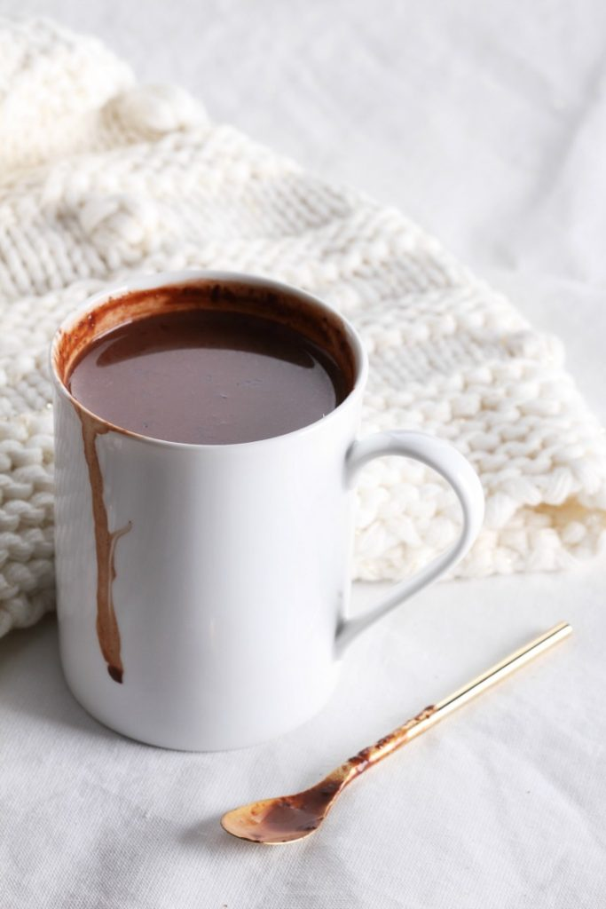 Red Wine Hot Chocolate. That's right... red wine + creamy decadent hot chocolate. The ultimate indulgent drink for the cold weather season | www.ezebreezy.com
